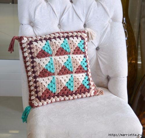 Интерьерная подушка крючком в стиле барокко (2) (500x477, 127Kb)