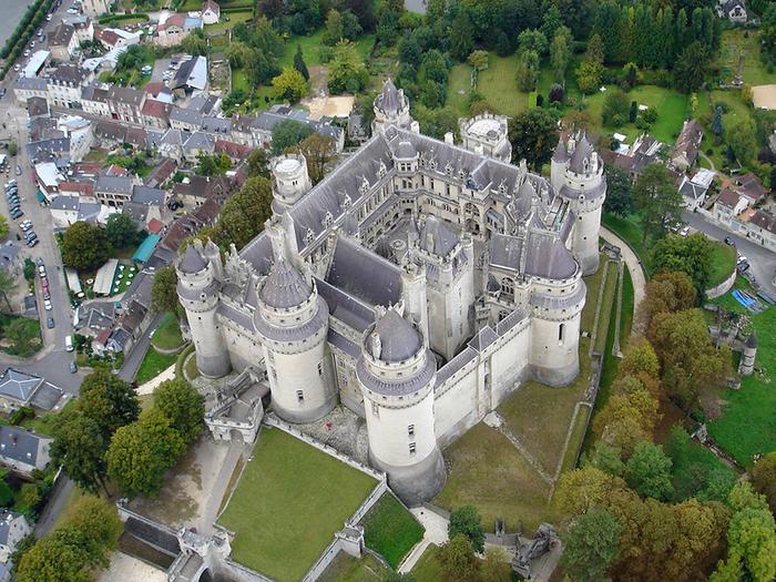 замок Пьерфон 1 (700x525, 615Kb)