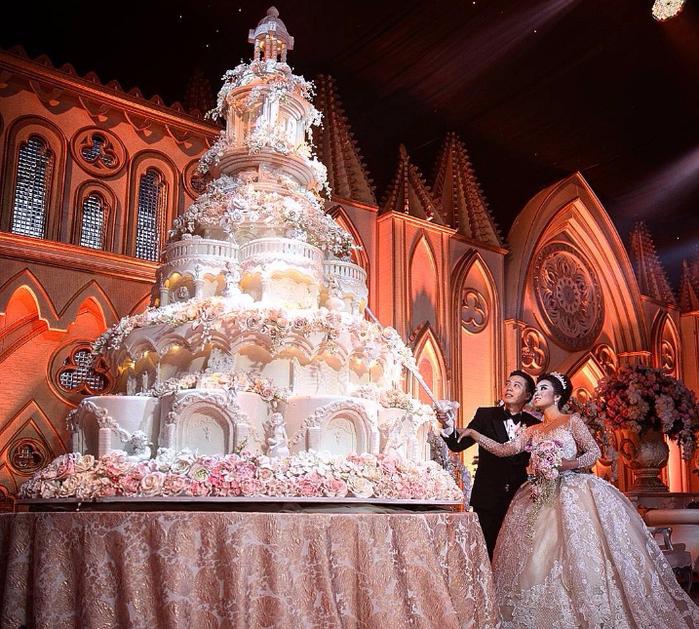 самые красивые свадебные торты 7 (700x629, 587Kb)
