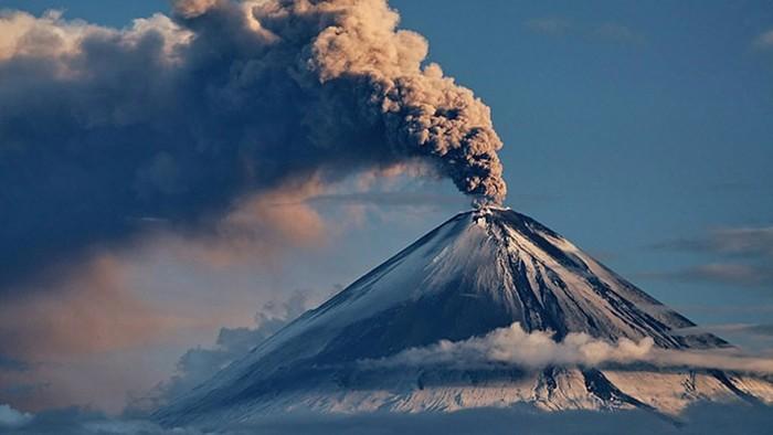 Почему вулканы расположены в определенных местах?