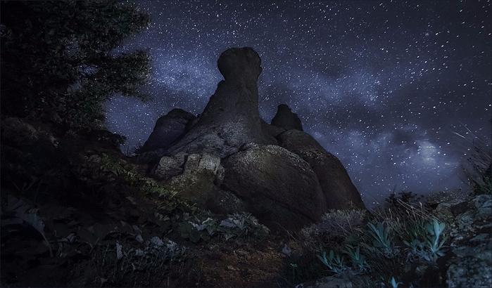 Долина привидений ночью (700x410, 271Kb)
