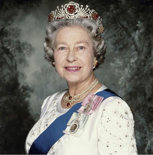 За пук английской королевы
