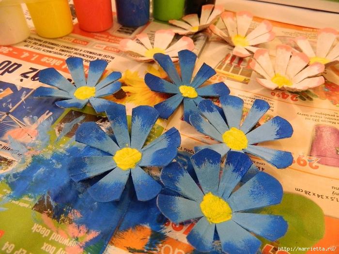 Цветы из картонных яичных лотков (9) (700x525, 344Kb)