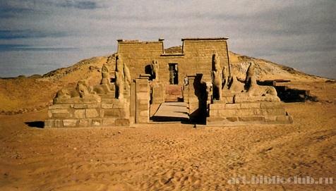Храм Рамзеса II с проспекта сфинксов в Вади-эс-Себуа (476x271, 60Kb)