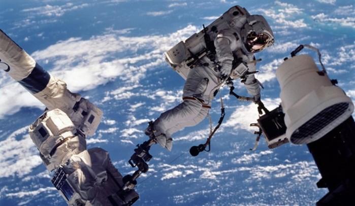 Может ли выжить человек без скафандра в открытом космосе?