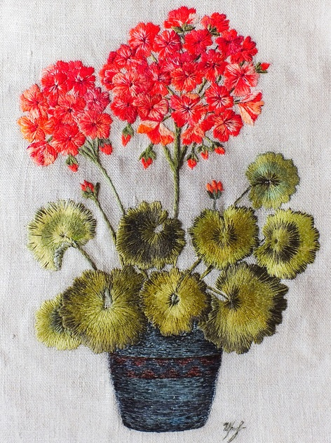 161b897f74f443e305bb60f3e5lo--embroidered-surface-art-geranium (472x632, 169Kb)