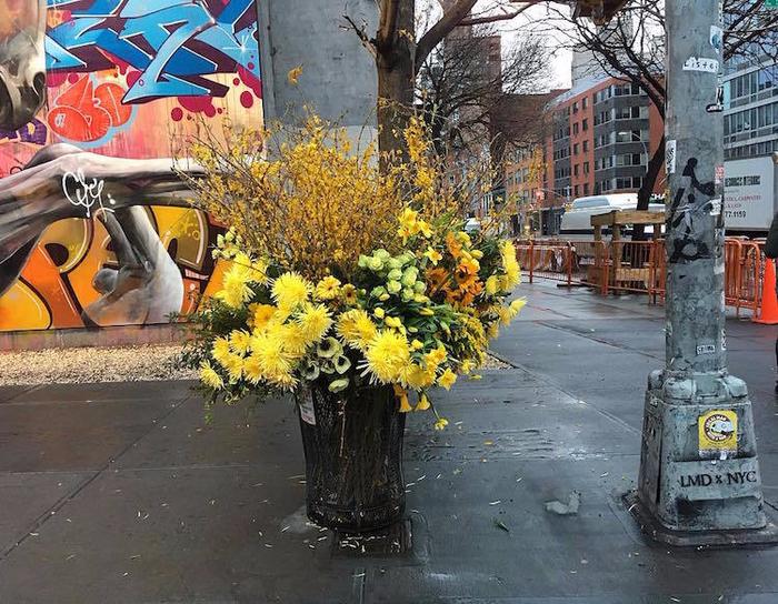 цветочные букеты на улицах нью-йорка (700x544, 513Kb)
