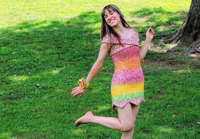платье из фантиков Emily Seilhamer 1 (700x488, 433Kb)