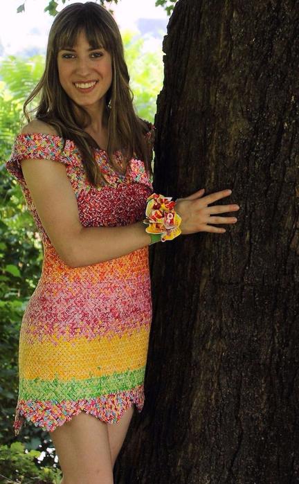 платье из фантиков Emily Seilhamer 5 (432x700, 377Kb)