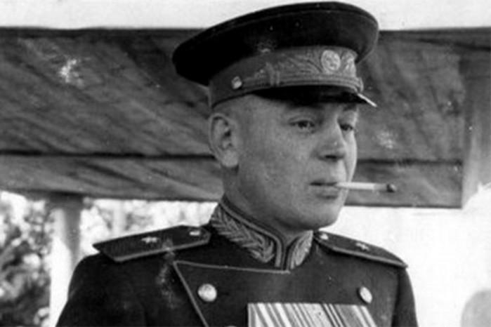 За что любили и ненавидели Василия Сталина?