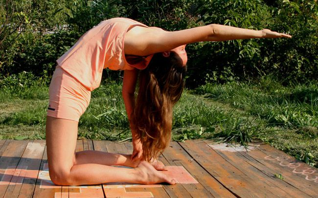 Йога: Уштрасана — Поза Верблюда