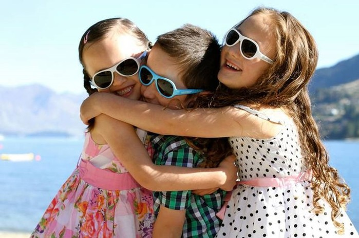 Важный аксессуар: Нужны ли солнцезащитные очки для ребёнка?