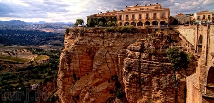 Ронда, красивый город на краю пропасти в Испании