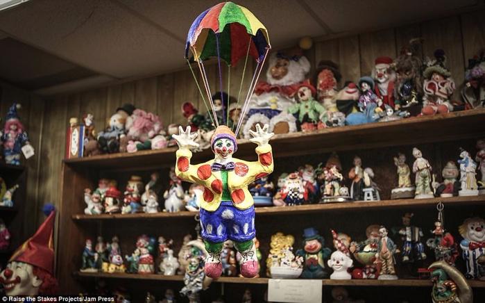 мотель клоунов в тонопе 9 (700x436, 331Kb)
