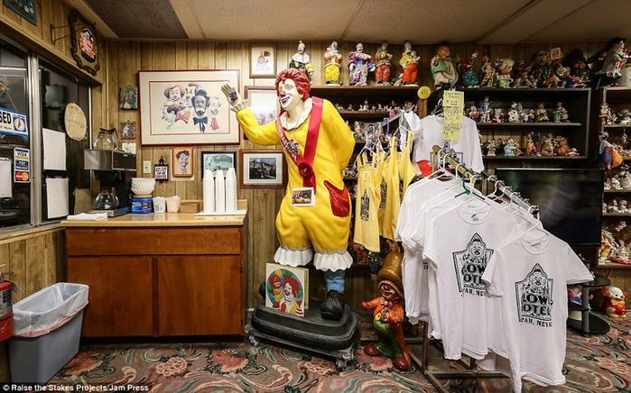 мотель клоунов в тонопе 11 (700x436, 403Kb)