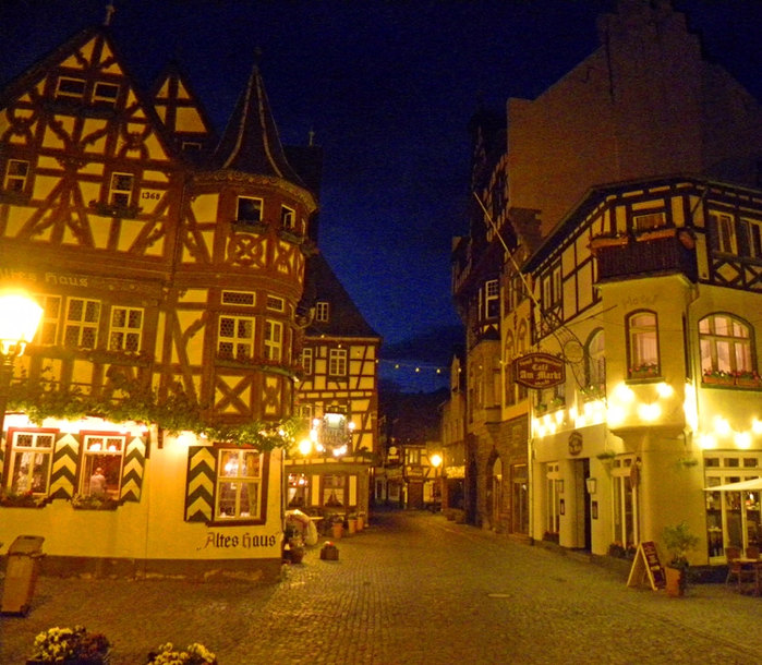 Altes-Haus-Bacharach-Germany (700x610, 572Kb)