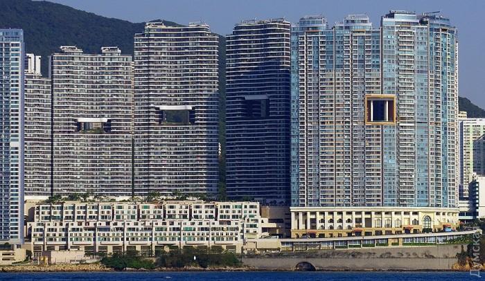 небоскребы гонконга с дырками 2 (700x406, 421Kb)