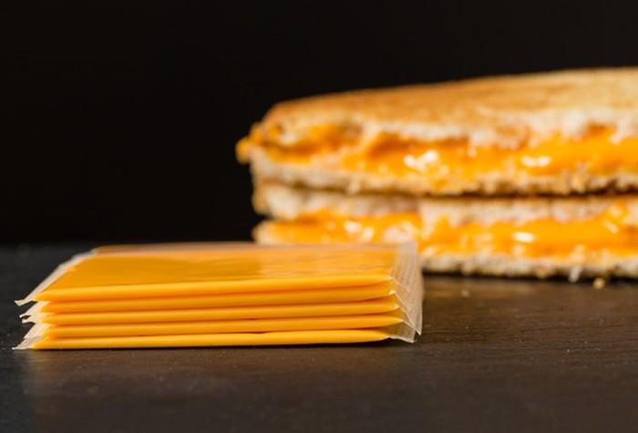 Что общего у сыра и героина