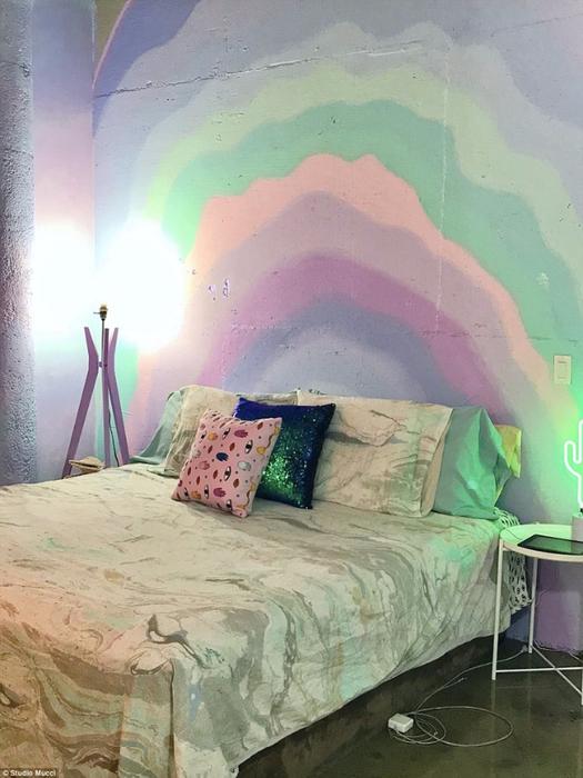 радужный интерьер квартиры 10 (525x700, 359Kb)