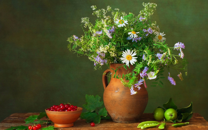 Still-life-berries-peas-apples-flowers_1920x1200 (700x437, 337Kb)
