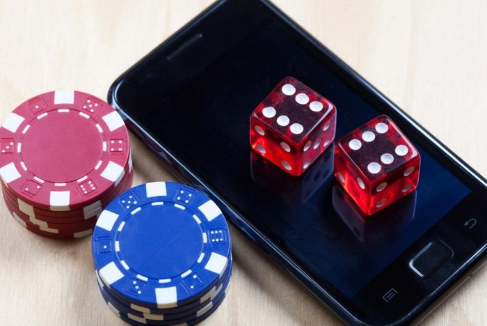mobile-gambling-1440-770x515 (700x468, 69Kb)
