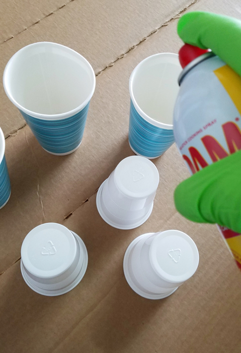 spraying paper cups with oil to prevent concrete from sticking up (479x700, 283Kb)