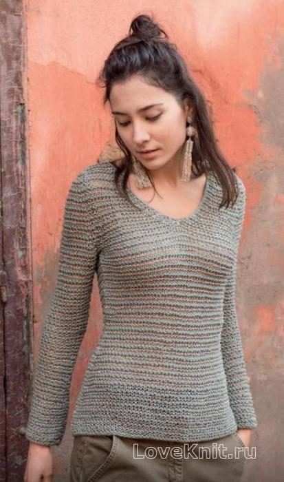 Приталенный полосатый пуловер с V-вырезом