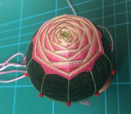 Японский шар темари с розой (11) (498x433, 165Kb)