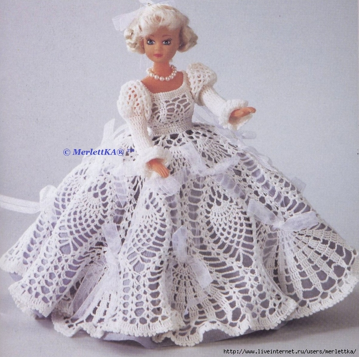 Очаровательное платье для куклы крючком
