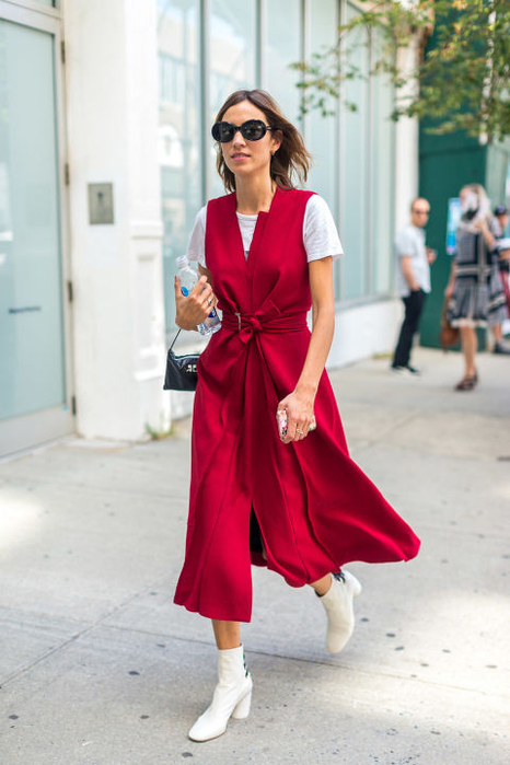 wrap-dress-red-white-boots-platform-mod-booties-nyfw-street-style-hbz-alexa-chung (466x700, 280Kb)