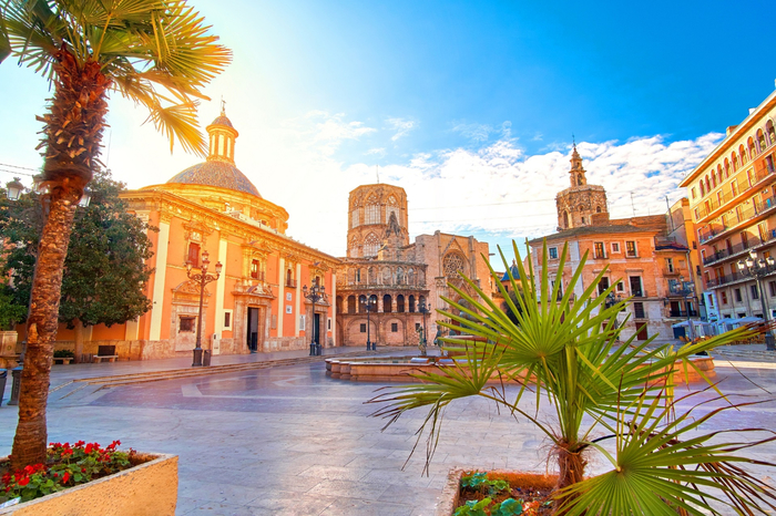 valencia-in-spain-summer-shutterstock_558187123 (700x466, 494Kb)