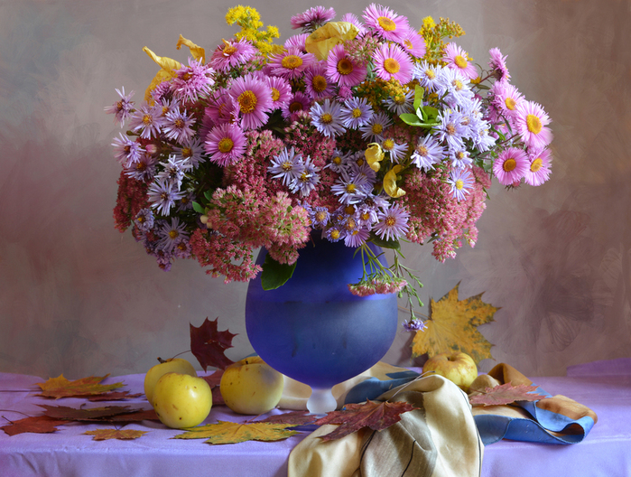 Still-life_Bouquets_Asters_Apples_Vase_Foliage_536168_3968x3000 (700x528, 430Kb)