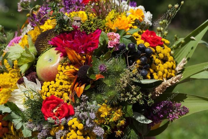 depositphotos_31771925-stock-photo-beautiful-bouquets-of-flowers-and (700x466, 81Kb)