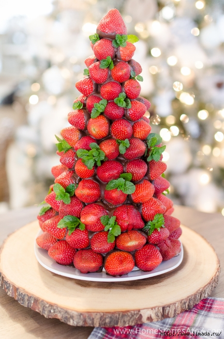 Christmas-Desserts-Chocolate-Covered-Strawberry-Christmas-Tree-10 (463x700, 276Kb)