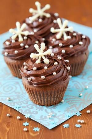 3899041_10413611christmaschocolatecupcakedecoratedwithsnowflakes (300x450, 22Kb)