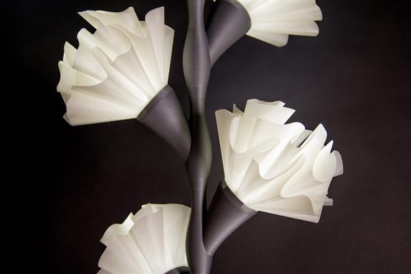 these_3d_printed_flower_lamps_give_a_glimpse_of_summer_2 (600x400, 76Kb)