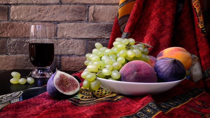 Figs-grapes-fruit-juice-plate-1024x576 (700x393, 331Kb)