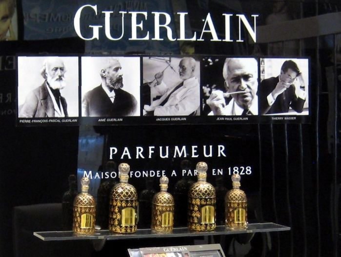 1024px-Guerlain_stand_(Moscow)_detail_by_shakko (700x527, 61Kb)