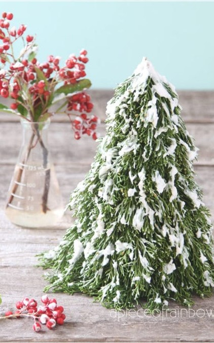 DIY-snow-flocking-how-to-snowy-flocked-christmas-trees-pine-cone-garlands-farmhouse-decorations-ivory-soap-winter-crafts-kids-holiday-home-decor-apieceofrainbow-1-640x1024.СЃjpg (422x675, 249Kb)