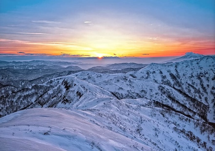 mountains-snow-sunrise-shirakami-sanchi-world-heritage-region-japan (700x490, 114Kb)