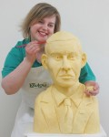 Prudence Staite со скульптурой Barack Obama, выполненной из сыра.