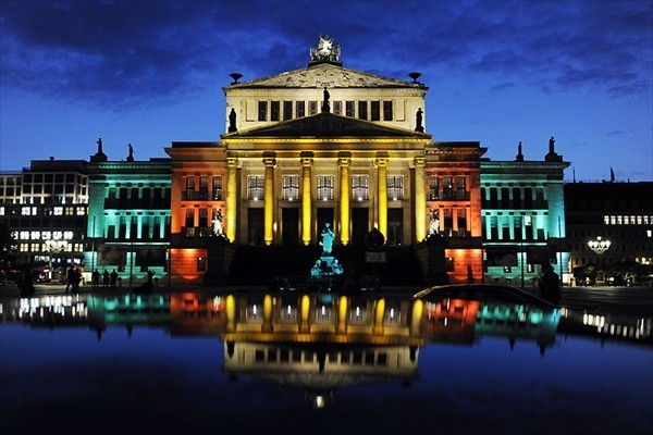 Концертный зал на площади Gendarnenmarkt. Фестиваль Огней в Берлине (Festival of Lights, Berlin)
