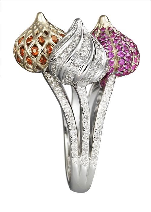 """Кольцо: """"Три купола"""": белое и розовое золото, бриллианты, розовые сапфиры, оранжевые гранаты"""