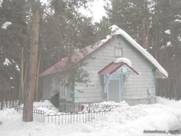а вот тут мы жили, в этом доме