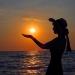 Море.Закат .Солнце на ладони.