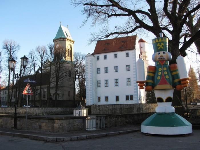 Волшебный замок Шёнфельд (нем. Zauberschloss Schoenfeld) 43680