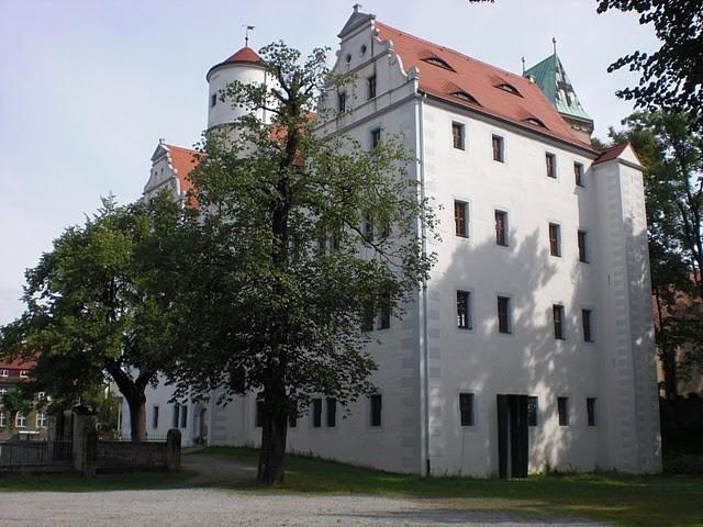 Волшебный замок Шёнфельд (нем. Zauberschloss Schoenfeld) 32781