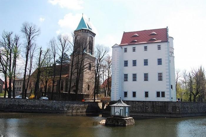 Волшебный замок Шёнфельд (нем. Zauberschloss Schoenfeld) 67738