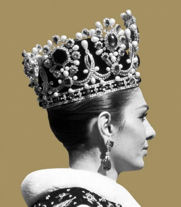 Жена шаха Ирана в короне