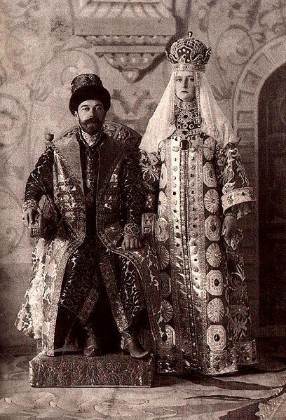 1353572 408px alix and nicky in russian dress.3 Царь Николай II возрождал Россию. Собрание редких фотографий